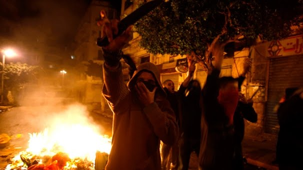 Algerian-protesters-clashes-police-Bab-el-Oued-Algiers-07012011.jpg
